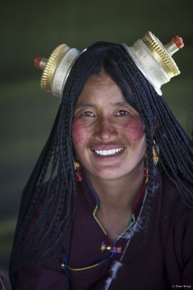 Kham nomad woman at horse festival near Litang