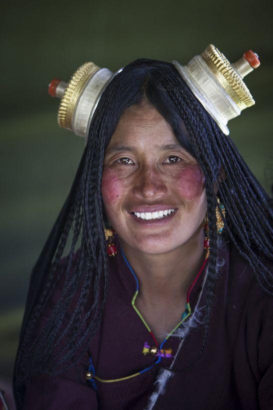 Kham nomad woman at horse festival near Litang